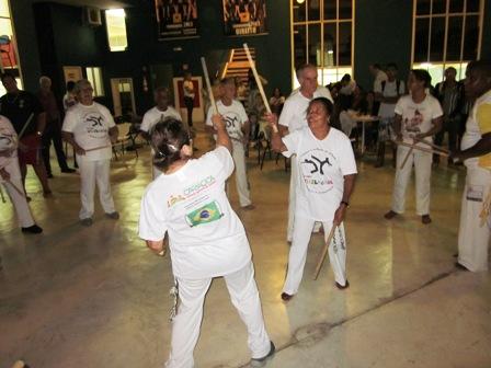 Grupo da 3ª idade apresenta capoeira na Quarta Cultural