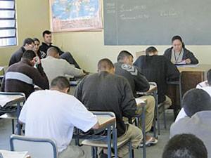 40% dos presos de SP não acabaram o ensino fundamental, diz pesquisa