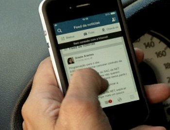 Utilização de celulares lidera infrações no trânsito da Grande Vitória