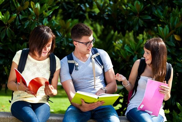 Universitários: veja dicas de como aproveitar as férias para turbinar o currículo