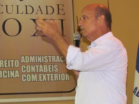 Deputado Lelo Coimbra ministra palestra na PIO XII