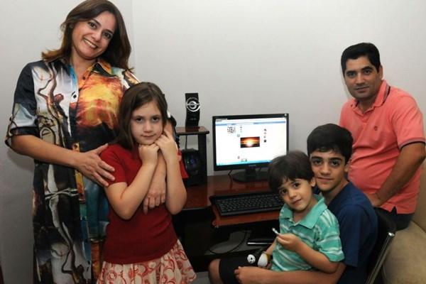 Pais recorrem a cursos, livros e à internet na hora de educar os filhos