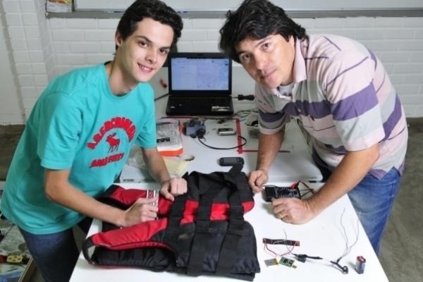 Professor disputa prêmio nacional por orientar  na criação de colete salva-vidas com GPS