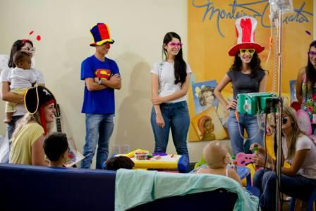 Acadêmicas levam alegria a crianças com Risos que Curam