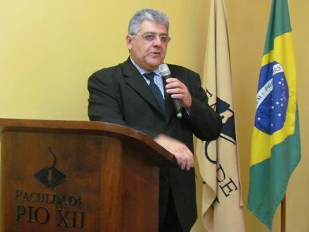 Semana de Contabilidade: Carlos Roberto Vallim palestra na PIO XII