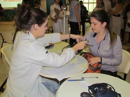 Acadêmicos de Biomedicina fazem atendimento de saúde no Centro de Vivências da PIO XII