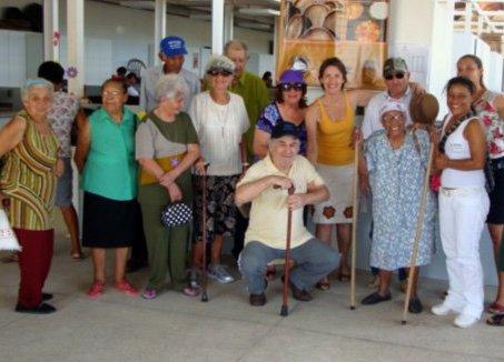 Alunos arrecadam fraldas geriátricas para doação