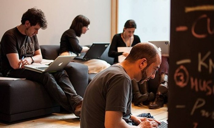 Redes sociais estão contratando profissionais de diversas áreas no Brasil