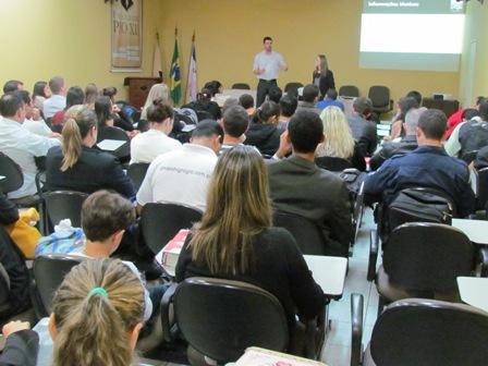 PIO XII apresenta resultado de pesquisa institucional a alunos