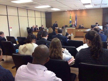 Alunos de Direito da PIO XII assistem sessão no TJES