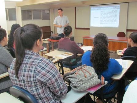Começam as aulas do curso de Inglês na PIO XII