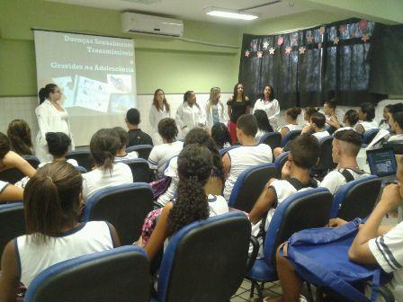 Alunas de Biomedicina realizam palestra em rede pública de ensino
