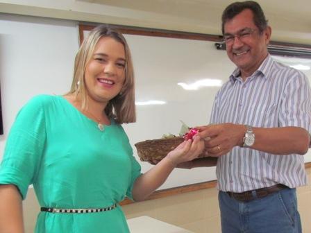 PIO XII distribui bombons em homenagem ao Dia Internacional da Mulher