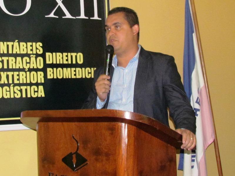 Prefeito de Viana palestra na XIV Semana de Contabilidade