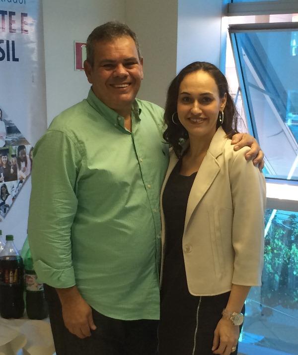 Professor Robson Carlos e Neidy Christo representam a PIO XII no Fórum de Administração