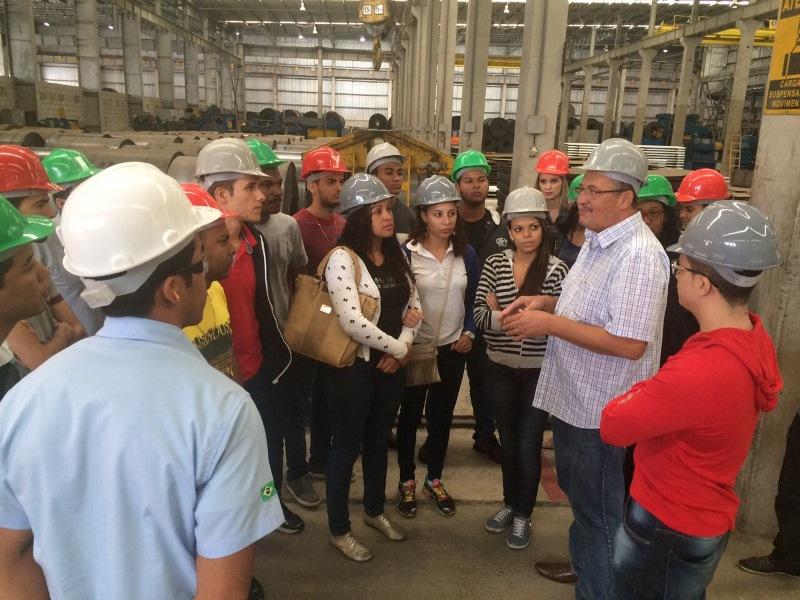 Alunos da PIO XII realizam visitas técnicas ao TVV e à empresa Metalser