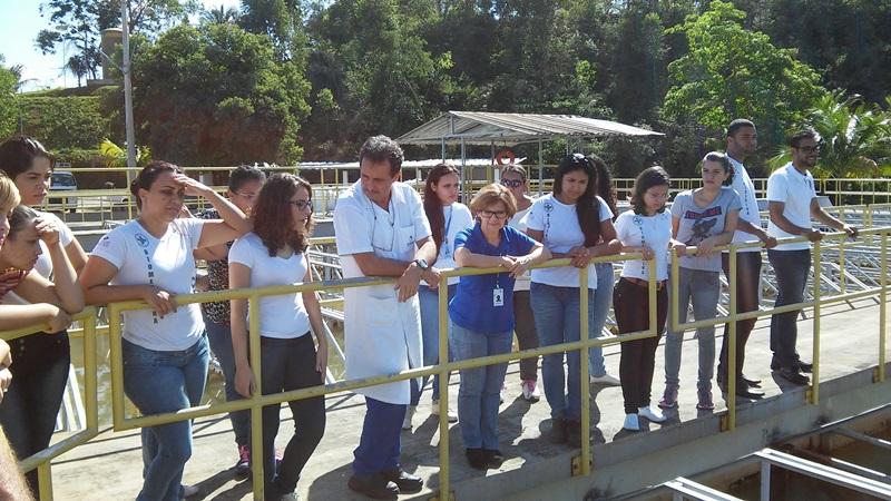 Acadêmicos de Biomedicina visitam a Cesan