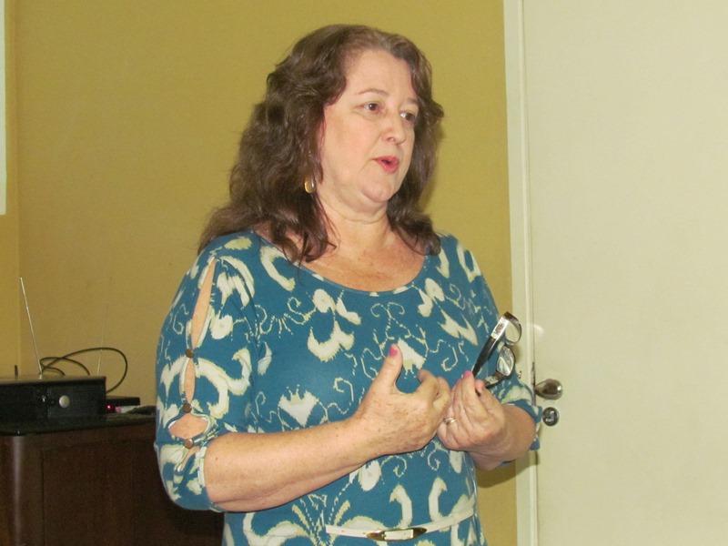"""Assistente Social fala sobre """"Adoção"""" para os alunos da PIO XII"""