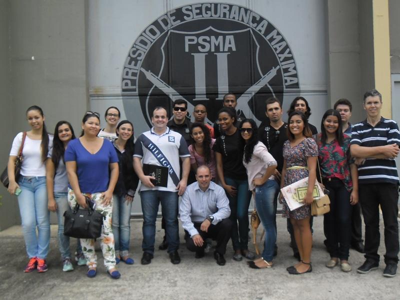 Alunos realizam visita técnica em Penitenciária de Viana