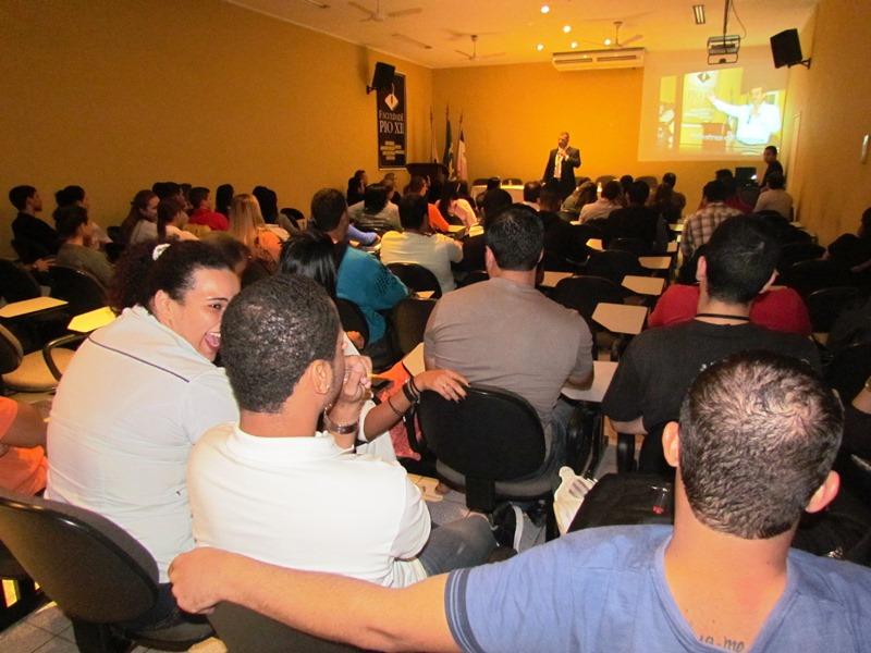 Calouros participam de Aula Inaugural na PIO XII