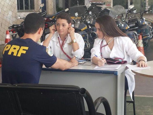 Alunos de Biomedicina participam de ação da Polícia Rodoviária Federal
