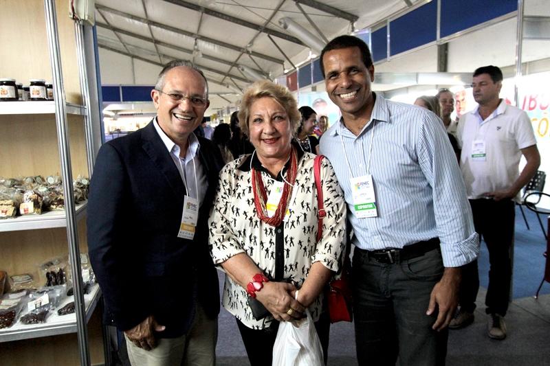 Presidente de Honra da PIO XII prestigia Feira de Negócios de Cariacica