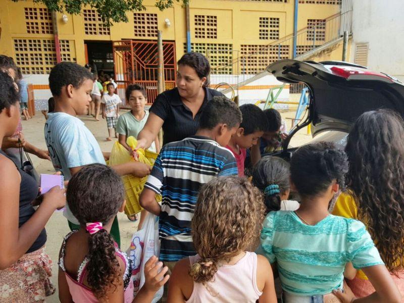 Alimentos arrecadados na Semana de Direito são doados a creche