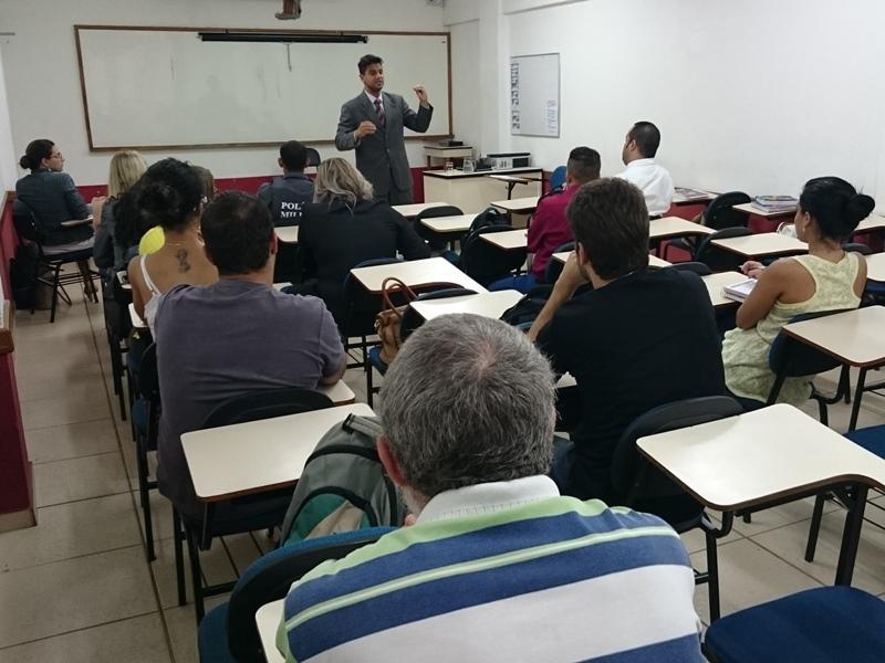 Advogado especialista em Direito Empresarial ministra palestra na PIO XII