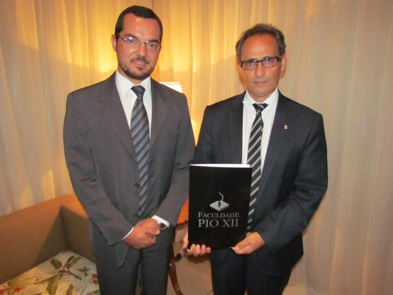 PIO XII entrega a Procurador da República assinaturas para programa contra corrupção