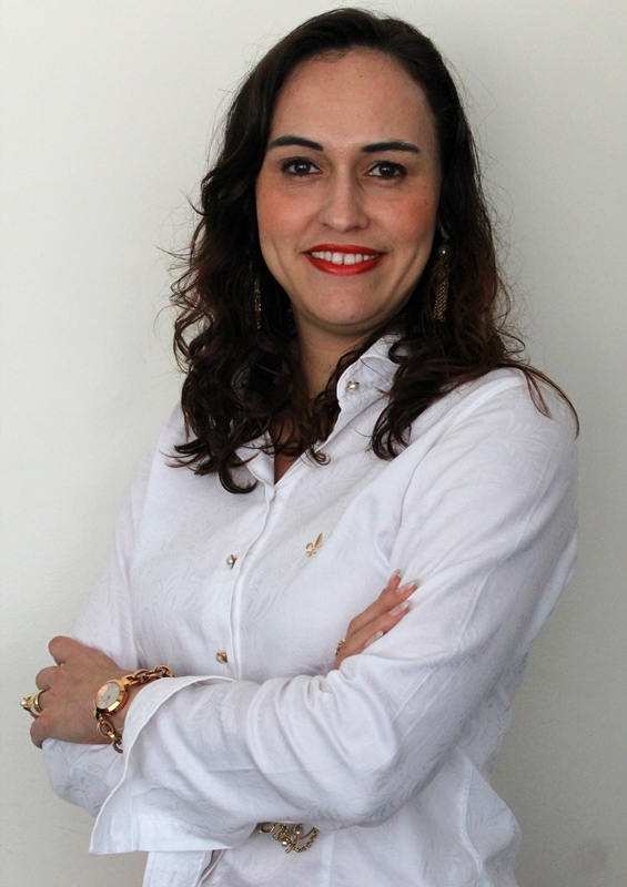 Professora Neidy Christo concede entrevista a jornais impresso e on-line