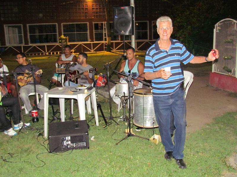 Bye Bye 2015! Colaboradores confraternizam com churrasco e samba