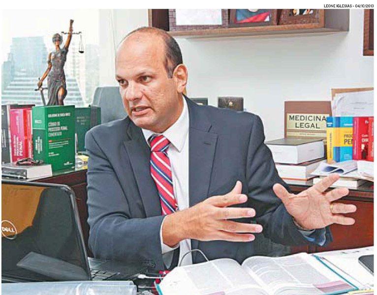 Professor fala sobre atestado médico falso em A Tribuna