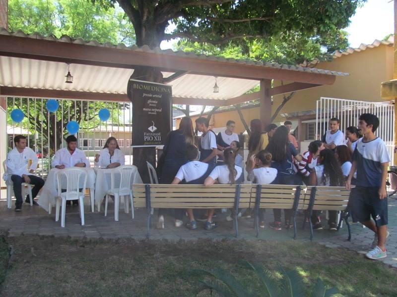Biomedicina entra em ação no Dia Mundial da Saúde no Colégio PIO XII