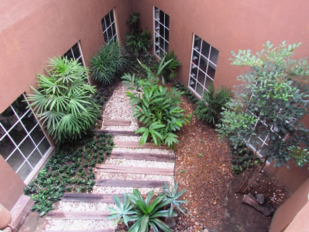 Jardim da Faculdade é mantido com água reutilizada de ar condicionado
