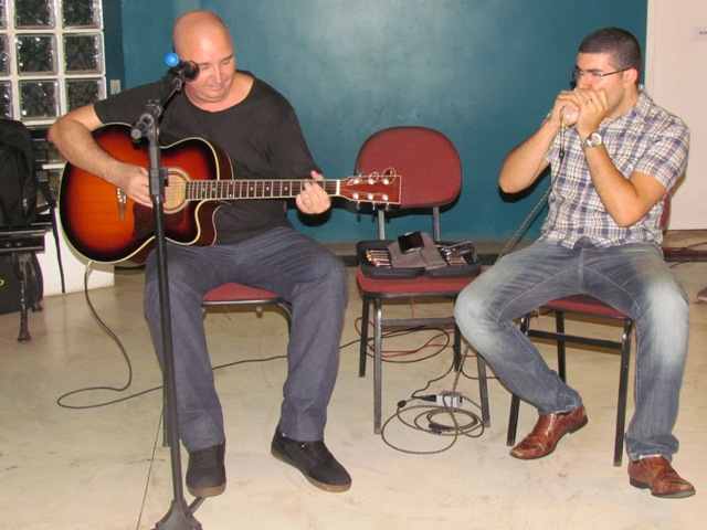 MPB, rock e blues na Quarta Cultural com Alex Krüger e Eder Andrade