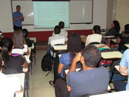 Contador do município da Serra fala sobre Bens Públicos para alunos de Contábeis