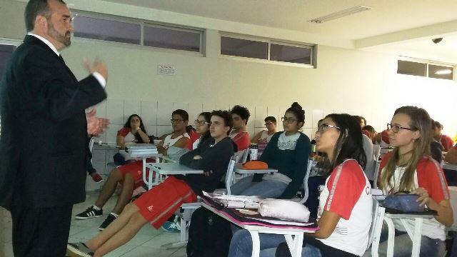 Projeto Profissões vai ao Colégio Castro Alves, em Santana
