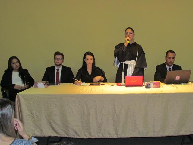 Acadêmicos de Direito simulam júri em atividade para disciplina de Processo Penal