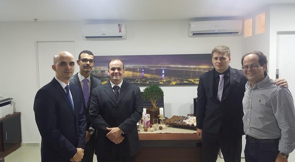 Coordenadores prestigiam egressos em inauguração de escritório