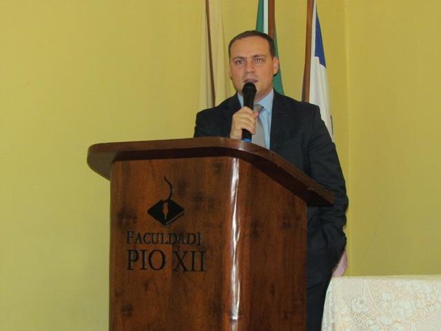 Orlando Caliman palestra sobre crise econômica na PIO XII