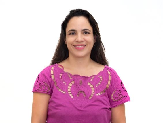 Professora Fabrícia Villefort se torna Mestre com tese sobre plantas medicinais