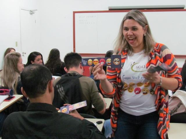 Psicóloga do SOU apresenta serviço universitário aos calouros