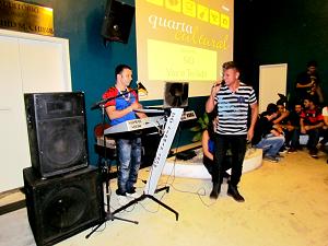 Sid com voz e teclado anima Quarta Cultural