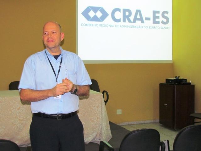 CRA-ES faz palestra a formandos sobre registro no Conselho