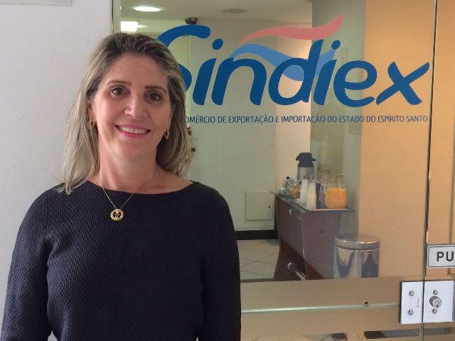 Coordenadora participa de 13º Café com Direito do Sindiex