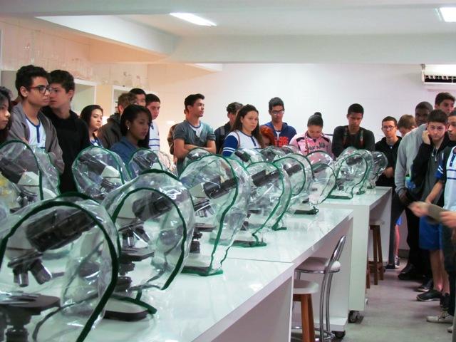 Projeto Profissões traz alunos do CESM de Itacibá à PIO XII