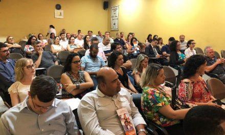 Professores participam de reunião geral e palestra