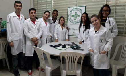 Biomedicina realiza ação em escola de Cariacica