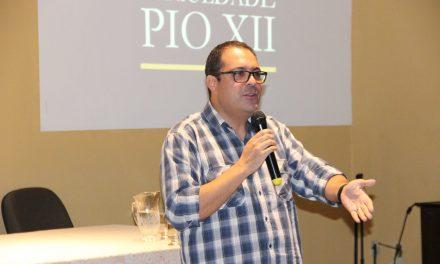 Ex-Secretário de Direitos Humanos palestra na PIO XII