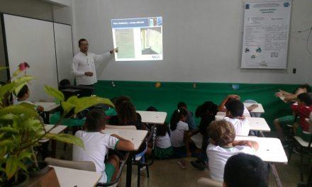 Professor ministra palestras sobre educação ambiental